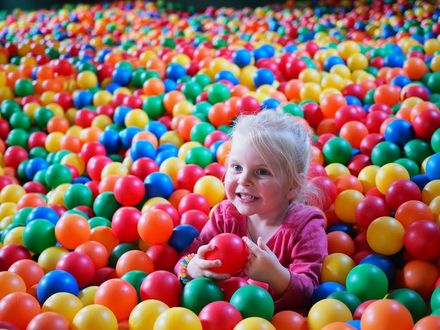 A multicolored world, for the joy of the little ones.