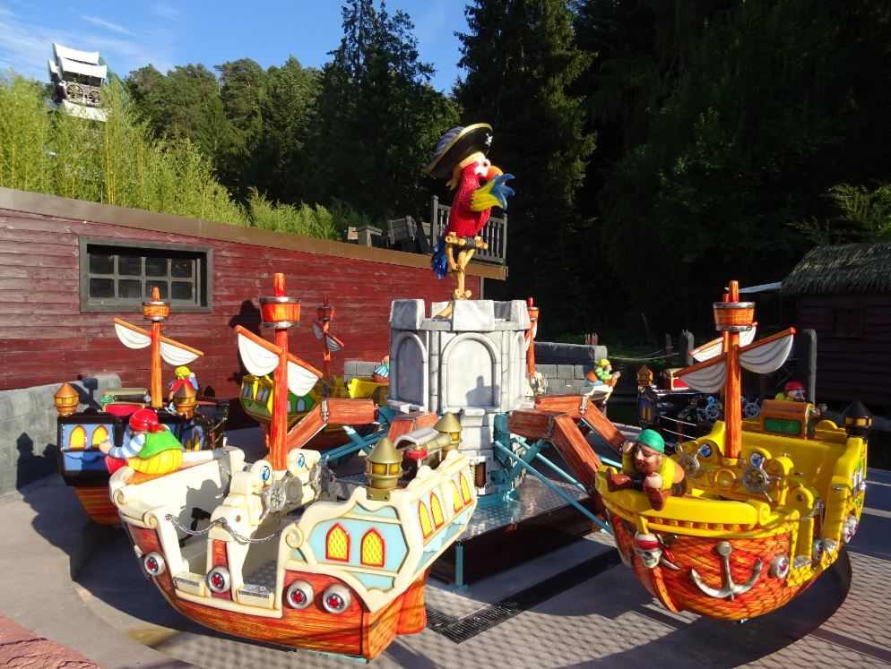 Hey of the boat! The children are at the helm!