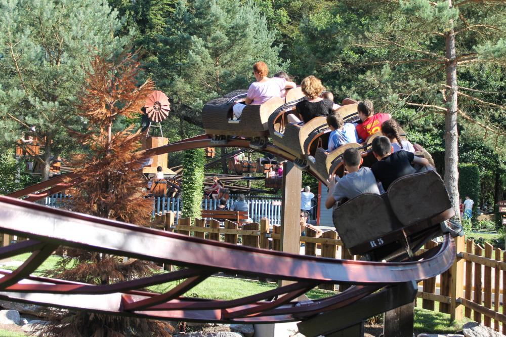 Children's roller coasters to discover the first sensations.